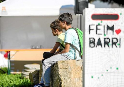 A lo largo de todo el día vecinos y visitantes de todas las edades tuvieron la oportunidad de disfrutar de la necrópolis y participar en las actividades del Ayuntamiento de Vila. Foto: TONI ESCOBAR