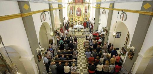 La iglesia de Sant Carles lució un magnífico aspecto durante la misa que estuvo amenizada por el Coro Parroquial de Sant Carles. Foto: A. Escandón
