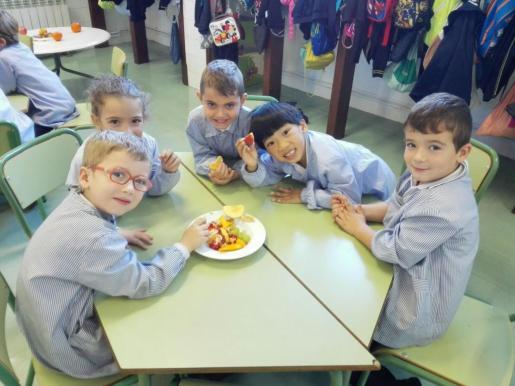 Entre las frutas preferidas por los pequeños de Balears se encuentra el plátano, la manzana y las fresas.