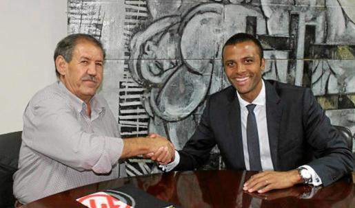 Imagen que inmortaliza el acuerdo entre los dos clubes. Foto: RCD MALLORCA
