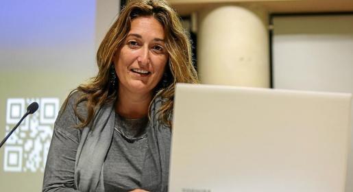 Belén Alvite ofreció ayer la charla en el salon de actos de la UIB.