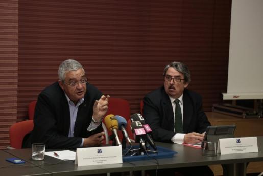 Martín (izquierda) se ha quejado también de la «inseguridad jurídica» que genera la continua modificación de la normativa y la planificación urbanística.