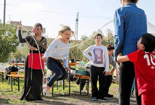 Pequeños y mayores disfrutaron ayer al máximo con juegos ibicencos, degustación de productos típicos y baile payés, entre otras tantas actividades.