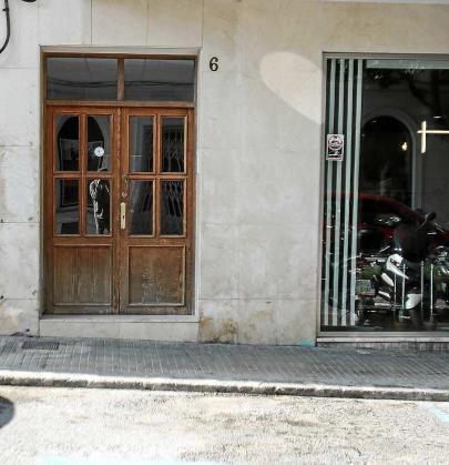 El incendio se originó en un piso del número 6 de la calle Joan Planells de Vila. Foto: T. ESCOBAR