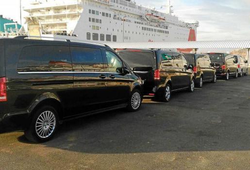 Durante este fin de semana, la comitiva de coches y personas que lo acompañan han abandonado la isla.