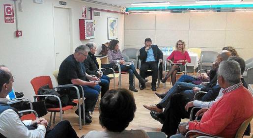 Los empresario de la bahía de Portmany, en la reunión con el alcalde de Sant Josep.