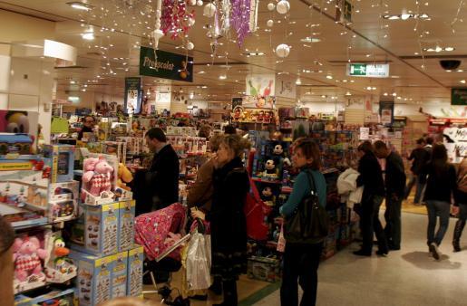 Los baleares gastaremos menos durante las próximas fiestas navideñas, según Facua.
