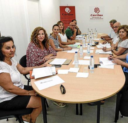 Imagen de archivo de una mesa de la exclusión social celebrada en Ibiza.