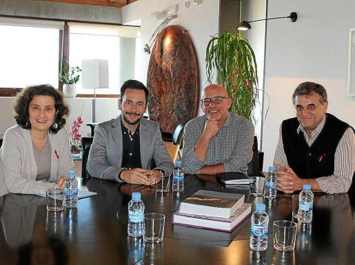 De izquierda a derecha, Fina Santiago, Rafa Ruiz, Joan Ribas y Juan Manuel Rosa en la reunión.