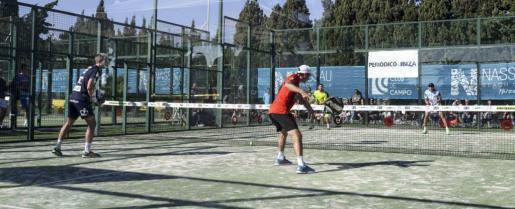 Momento de un partido disputado en las pistas del Ibiza Club de Campo durante la segunda edición del Masters GSP.