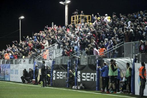 Parte de las gradas supletorias que ocuparon los asistentes al partido de Copa frente al Sevilla. Foto: D. E.
