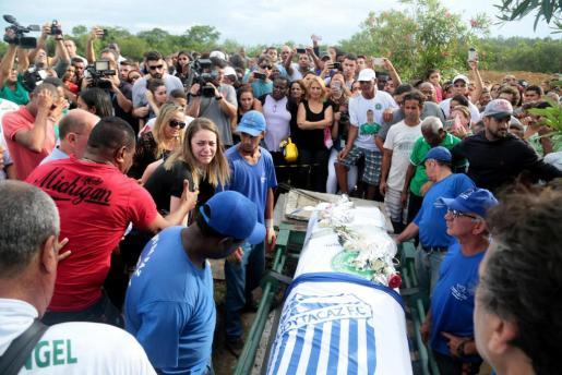 Familiares, amigos e hinchas asisten al entierro del goleador del equipo Chapecoense, Bruno Rangel.