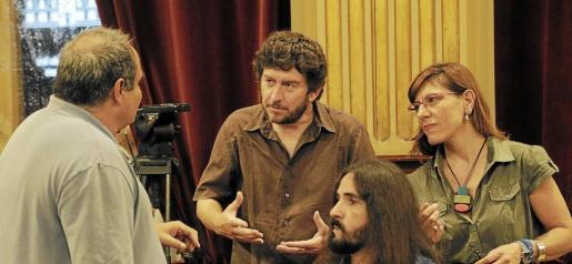 Morrás, Jarabo, Picornell y Camargo conversando en el Parlament. Foto: JAUME MOREY