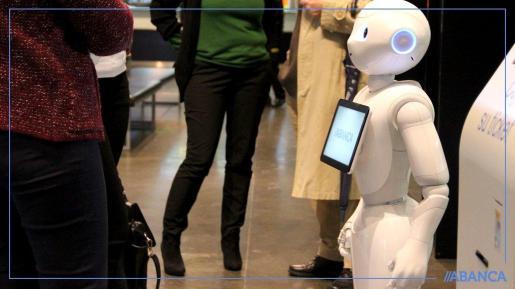 Abanca ha presentado este miércoles en A Coruña su nuevo robot humanoide, llamado 'R4', que busca mejorar la atención que recibe el cliente.