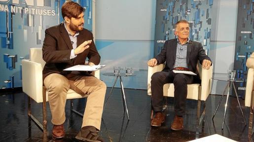 El periodista y presentador del 'Bona nit Pitiüses', Armando Tur, junto a Vicent 'Benet'.