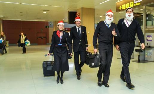 Estos días el espíritu navideño también está presente en los aeropuertos baleares.