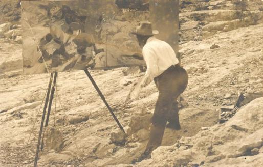 Así fotografío Narciso Puguet a Sorolla pintando Los contrabandistas. Foto: MUSEO SOROLLA