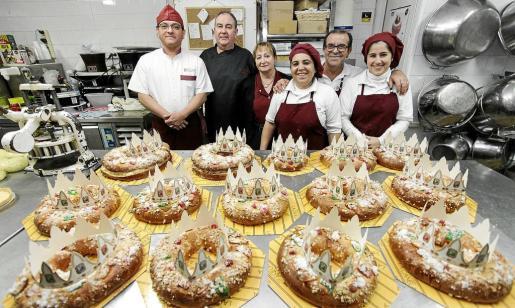 Trabajadores de la pastelería La Canela.