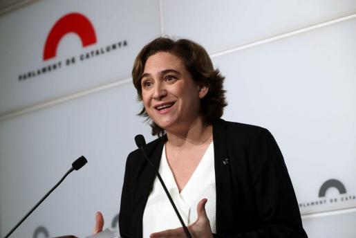 La alcaldesa de Barcelona, Ada Colau, durante una reunión de la cumbre de partidos y entidades favorables a celebrar un referéndum en Catalunya.