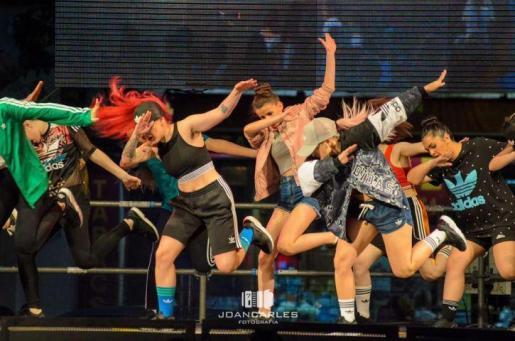 La Acadèmia de Danses Urbanes Diamonds ofrece en Sa Màniga una muestra de hip hop.