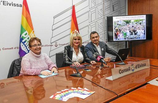 El Ibiza Gay Pride de 2017 lo presentaron ayer por la mañana en el Consell d'Eivissa, Gloria Corral, Marta Díaz y Antonio Balibrea. Foto: DANIEL ESPINOSA