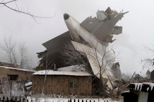 Un avión se ha estrellado en una zona residencial de la capital de Kirguizistán (Bishkek) dejando un balance de, hasta el momento, 32 fallecidos.