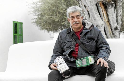 Gregorio Martínez se ha convertido ya en un ángel de la suerte para muchos de sus vecinos de Sant Antoni.