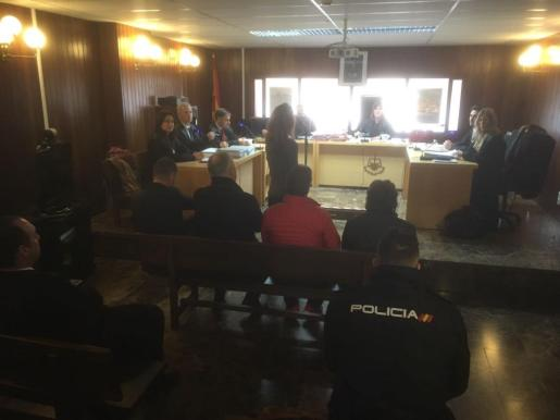 Los cuatro acusados escucharon la condena in voce dictada por la juez del juzgado de lo Penal número 2, Martina Rodríguez.