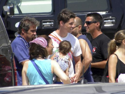 Fernando Torres, con su familia de vacaciones este verano en Ibiza.