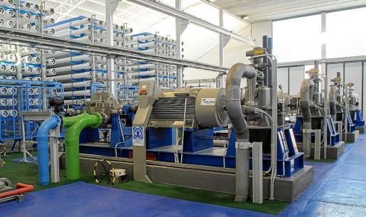 Interior de la desaladora de Santa Eulària, que todavía no ha entrado en funcionamiento ni está conectada al anillo hidráulico.