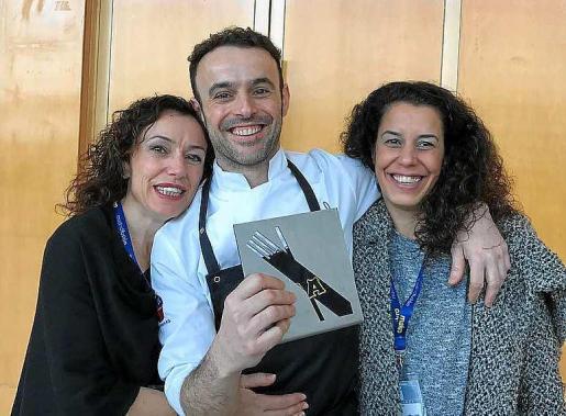 Arriba José Miguel Bonet con sus hermanas. Foto: S. C.