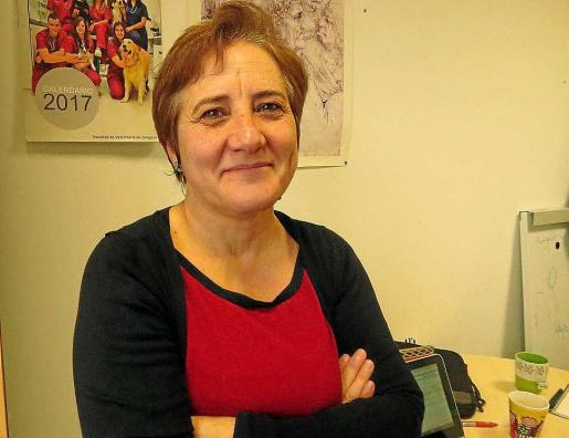 La investigadora Fernanda Caro posa en su despacho para la entrevista. Foto: I. LUQUE