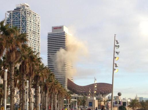 Imagen de la humareda que se ha originado en la zona.