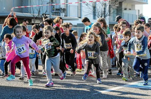 Los alumnos disfrutaron de una jornada solidaria que los unió con motivo del día de la Paz. g Fotos:TONI ESCOBAR