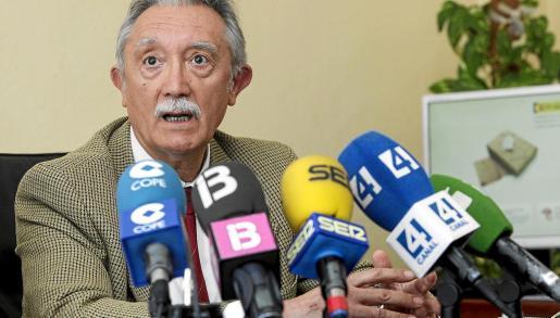 Roger Sales se despidió ayer haciendo balance de sus dos años como director insular de la Administración General del Estado . g Fotos: DANIEL ESPINOSA