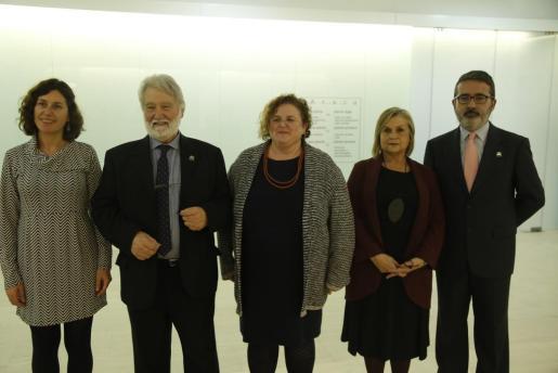 De izquierda a derecha, Marta Fuxà, Joan Domènec Ros, Ruth Mateu, Teresa Cabré y Nicolau Dols, que fueron los intervinientes en el acto.