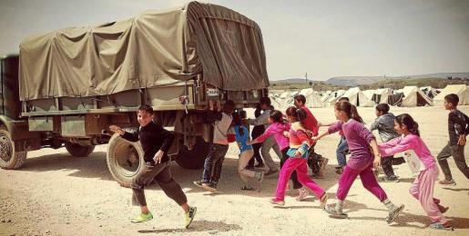Imagen de unos niños sirios que ilustra el cartel del programa de actividades Formentera amb Síria. Foto: PATXI GALÁN