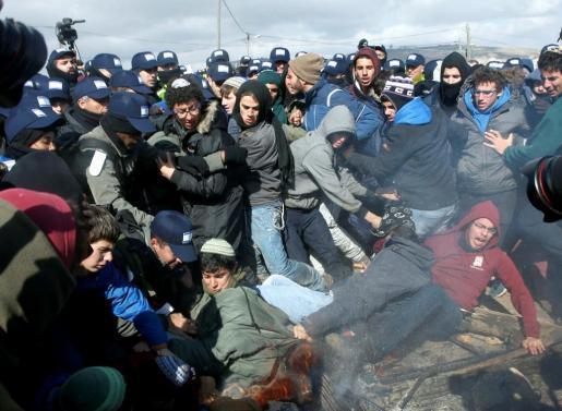 Confusión y tensión entre los que intentaban paralizar la evacuación y los agentes israelíes.