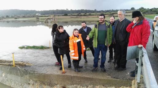 Imagen de archivo de la visita del conseller Vicenç Vidal a zonas afectadas por el temporal de lluvia.