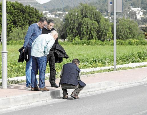 Responsables y técnicos de Xarxa Viària revisaron junto a los responsables de la obra las numerosas deficiencias que se acumulan en los poco más de 800 metros de la travesía.