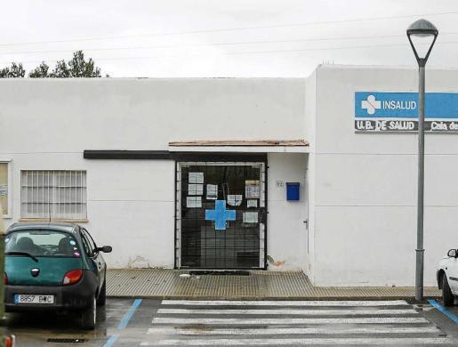 El consultorio médico de Cala de Bou, que no tiene un facultativo de manera estable.