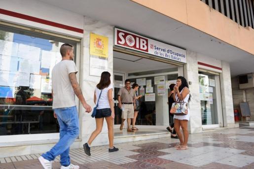 Imagen de archivo del exterior de la oficina del SOIB en Ibiza.