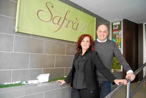 Apolonia y Pedro Mayol llevan el restaurante, que tiene tres salas, cuenta con un reservado y también sirve a domicilio.