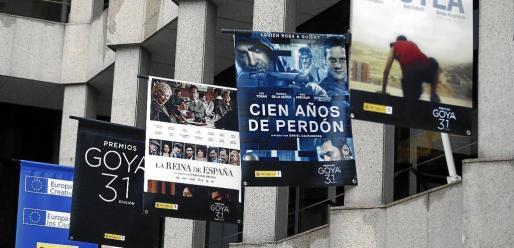 Vista de la fachada del Ministerio de Cultura, donde se encuentran colgados los carteles de los filmes nominados.