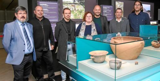 Una imagen de las distintas personalidades que acudieron a la inauguración de la exposición, ayer en el Museo Arqueológico de Ibiza.