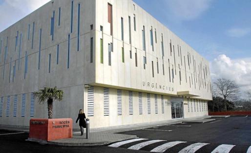 Imagen de archivo del acceso a urgencias del centro médico de Sant Antoni.