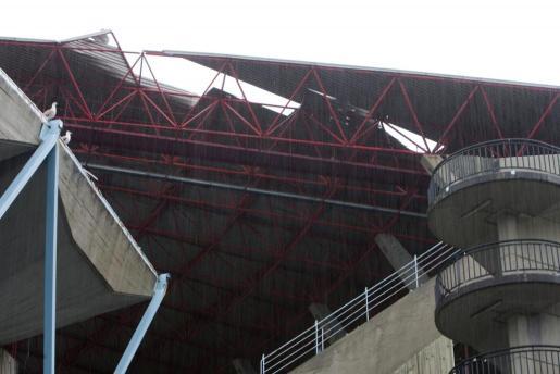 Parte del techo de la grada de Río de Balaidos ha perdido la cubierta a causa del temporal.