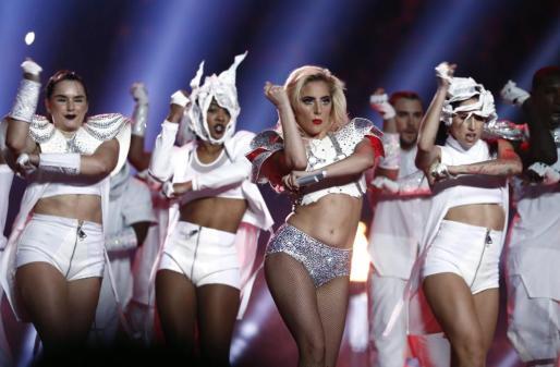 Lady Gaga, durante su actuación en la Super Bowl.