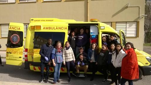Alumnos del IES Sa Blanca Dona que han realizado el taller de emergencias impartido por el SAMU 061. Foto: Renato Steinmeyer.