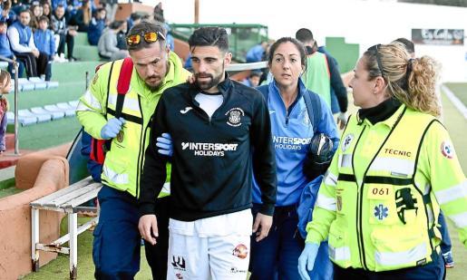 Javi Gallardo sufrió durante el partido contra el Ferriolense un balonazo y tuvo que marcharse al vestuario, donde llegó a sentirse desubicado.